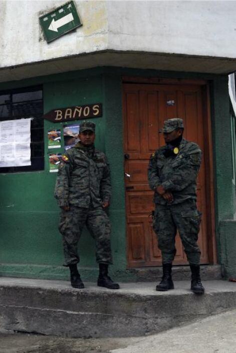 Carlos Castro, gobernador de Chimborazo, dijo a la agencia que los alber...
