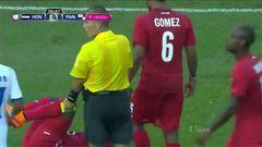 Tarjeta amarilla. El árbitro amonesta a Bryan Antonio Beckeles de Honduras