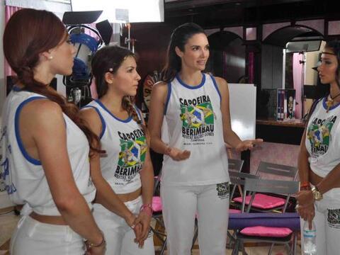 Denise Quiñones reunió a sus chicas en el jardín de...