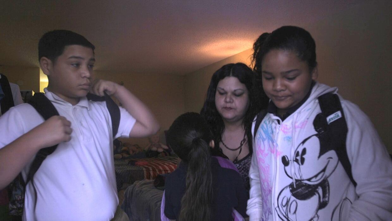 Aldis Ruiz y sus niños antes de la escuela en Orlando, Florida.