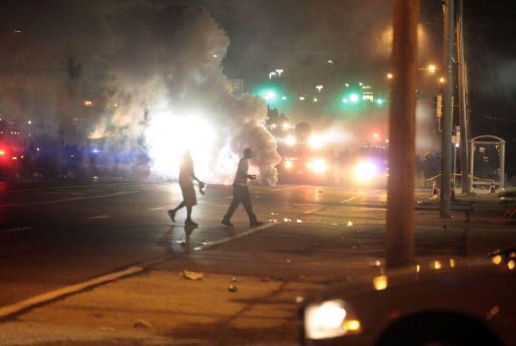 Quienes arremetieron con bombas molotov contra la policía.