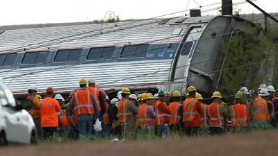 Video de vigilancia muestra el momento del descarilamiento del tren de A...