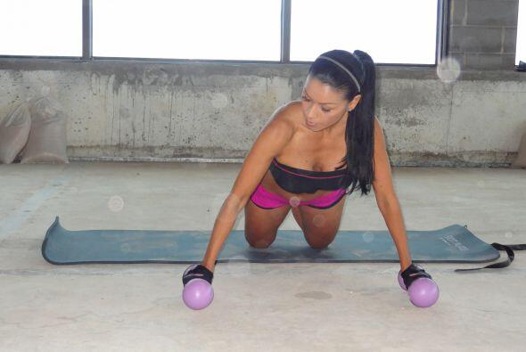 La postura es muy importante.  Tus rodillas deben de estar en el piso.