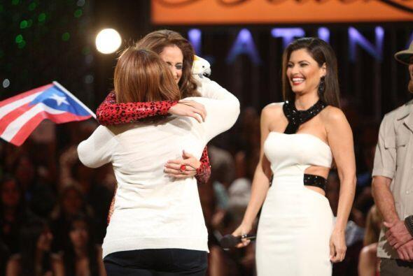 La madre de la participante viajó desde Puerto Rico para abrazar a su hi...
