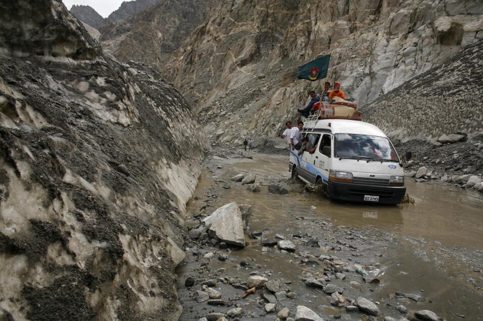 Las cinco carreteras más peligrosas del mundo Karakoram Highway Pakistan...