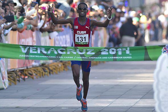 En la maratón varonil de los JCC Veracruz 2014, el cubano Richer...