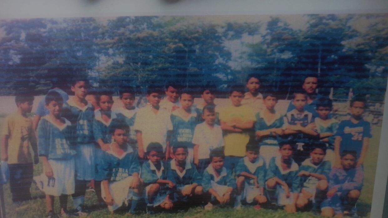 Peralta se formó en la cantera de los equipos locales de La Ceiba.