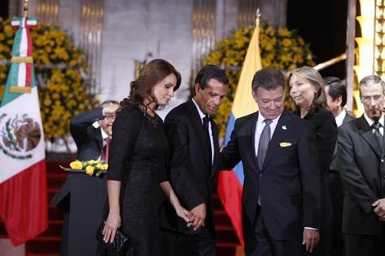 Peña Nieto también fue acompañado por su esposa Ang...