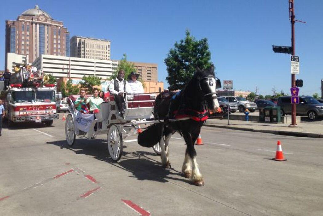 En el desfile participaron 67 delegaciones y carros, todos decorados de...
