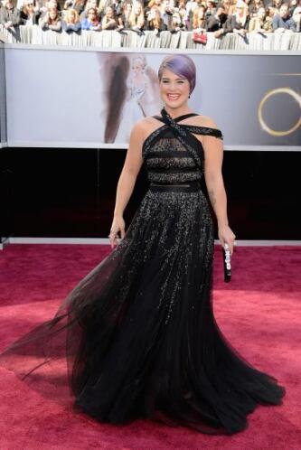 A veces de fashionista Kelly Osbourne no tiene nada y en esta premiación...