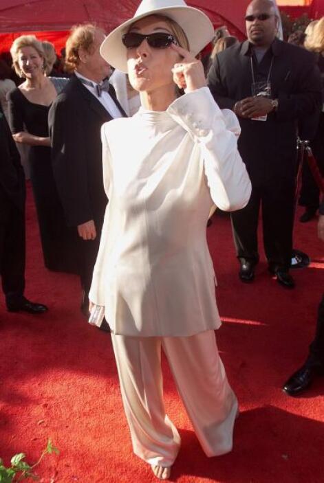 Pero Cher no ha sido la única diva de la música en meter la pata con un...