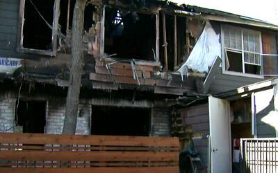 Ocho familias de Dallas afectadas por un incendio de apartamentos