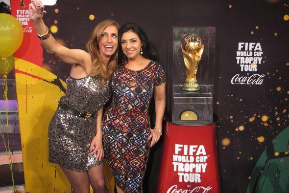 Al final, Graciela Beltrán también se tomó la foto.
