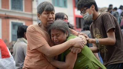 Muerte y destrucción por terremoto en Nepal