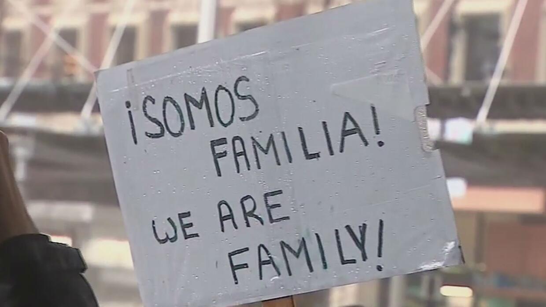 Al menos 200 personas exigen en Boston la liberación de tres personas in...