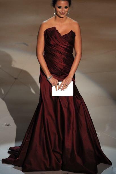 Este vestido causó estragos en los Oscars 2010 cuando hasta JLO metió la...