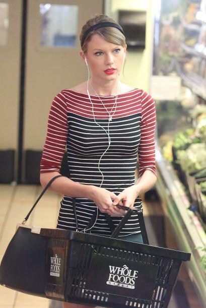 Taylor Swift haciendo las compras del súper. Eso sí, con a...