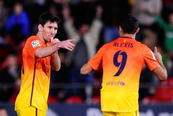 Lionel hizo dos goles para el triunfo de Barcelona por 4-2 y con esos ta...