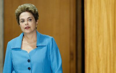 "Dilma Rousseff: ""Me dirijo a ustedes en este momento decisivo para la de..."