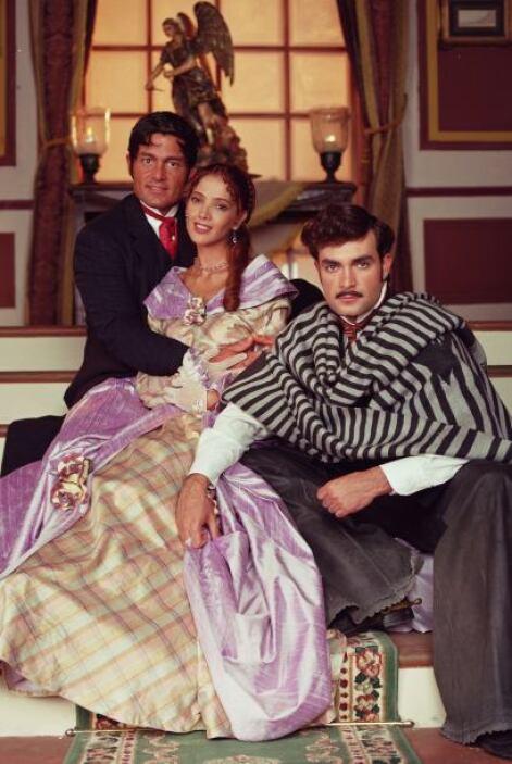 """En el corazón de """"Matilde"""" (Adela Noriega) caben dos hombres."""