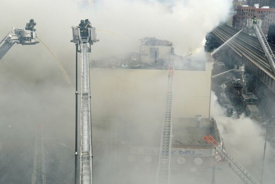 Los edificios ubicados a los costados también registran daños, dijeron l...