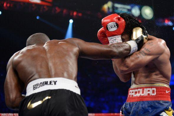En esos momentos Bradley dio sus mejores golpes.