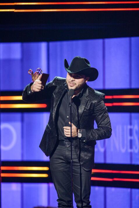 Gerardo Ortiz recibió el galarón a Mejor Álbum del Año.