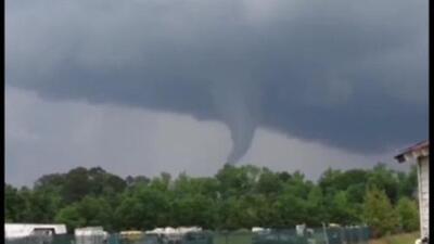 El peor brote de tornados en años mantiene en alerta a la población
