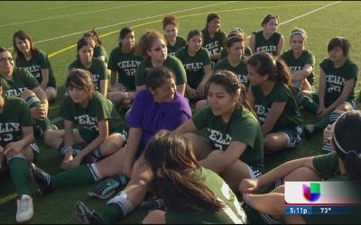 Presentan documental sobre equipo de fútbol femenil en secundaria en Chi...