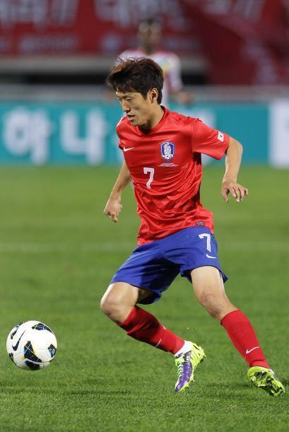 Lee Chung-Yong.- El capitán de este respetable medio campo corean...