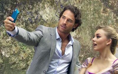 Sebastián Rulli y Angelique Boyer siempre tienen tiempo para una 'selfie'