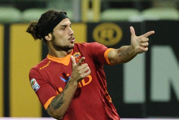 El argentino Pablo Osvaldo consiguió, de cabeza, el tanto en favo...