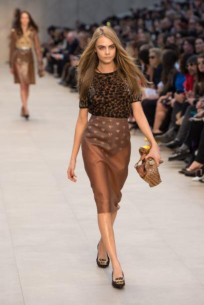 Las faldas con transparencias son un 'must' otoñal mega 'hot'.  L...
