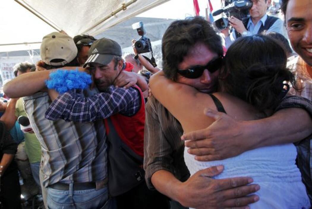 Su novia Fabiola lo esperaba también tras 70 días de permanecer atrapado.