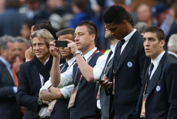 Varios jugadores del Chelsea estaban vestidos como civiles al no estar c...