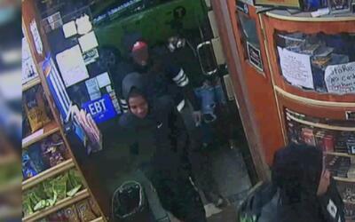 Buscan a cinco jóvenes sospechosos de asaltar a un pasajero del subway e...