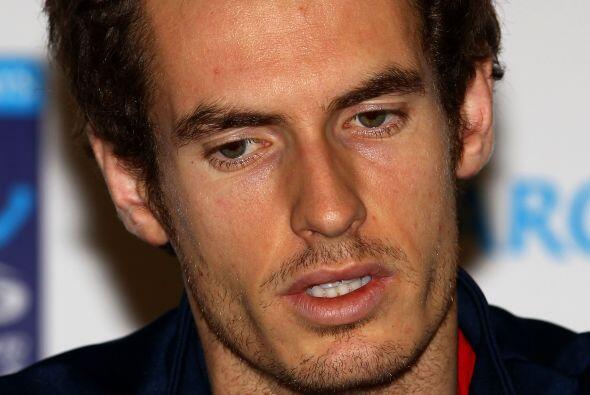 El favorito del Masters de Londres, Andy Murray, se retiró del to...
