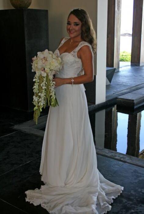 La actriz mexicana lucía bellísima en el coqueto vestido de novia que el...