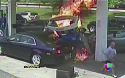 Aparatoso accidente prende fuego a 2 vehículos