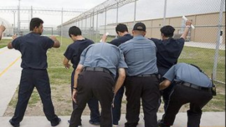 Indocumentados detenidos en una cárcel de ICE en Texas.