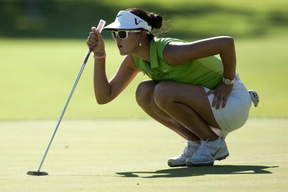 Jamás imaginarías que Michelle Wie calza zapatos de golf de hombre ¡del...