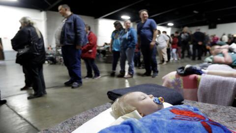 Jace Lawson, de 1 año, y residente en Oroville duerme en un centr...