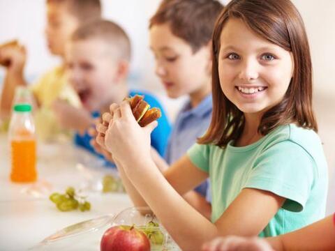 Tu niño tiene más control sobre lo que come al almorzar en...