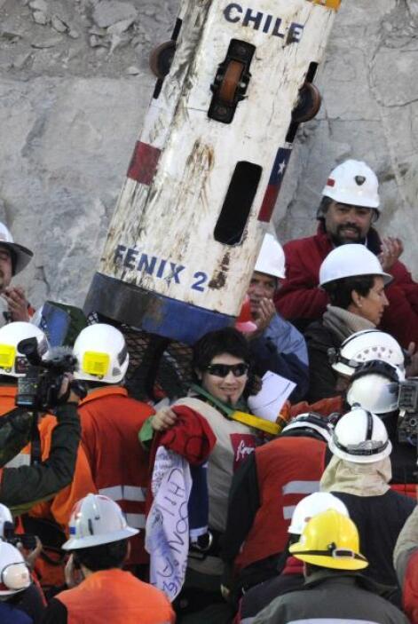 El número 28 en abandonar la mina fue Richard Villarroel, de 23 años qui...