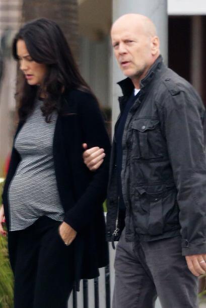 Dos años y medio después de su boda, Bruce Willis y su mujer están esper...