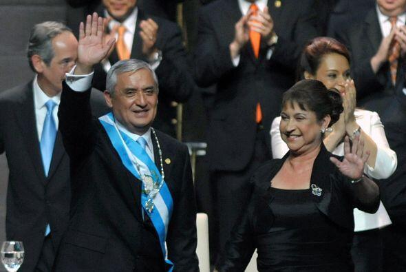 14 de enero. En la Ciudad de Guatemala asume el mando el ex general Otto...