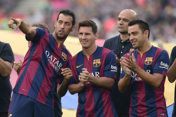 El propio Busquets le mencionaba algo a Messi y a Xavi.