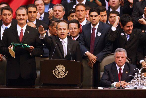 El mandato del presidente Felipe Calderón fue controversial desde su com...