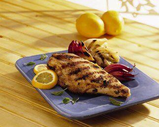Pollo al limón con hinojos asadosSi ya estás aburrido de comer el pollo...
