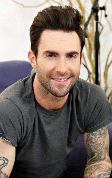 Considerado como el hombre vivo más sexy del 2013, tenemos a Adam...